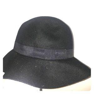 Kendall & Kylie black hat